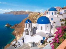 5 good reasons to visit Santorini